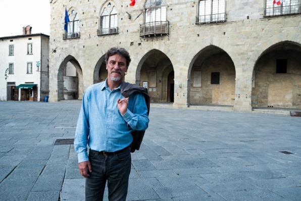Giorgio Tirabassi in Piazza Duomo a Pistoia